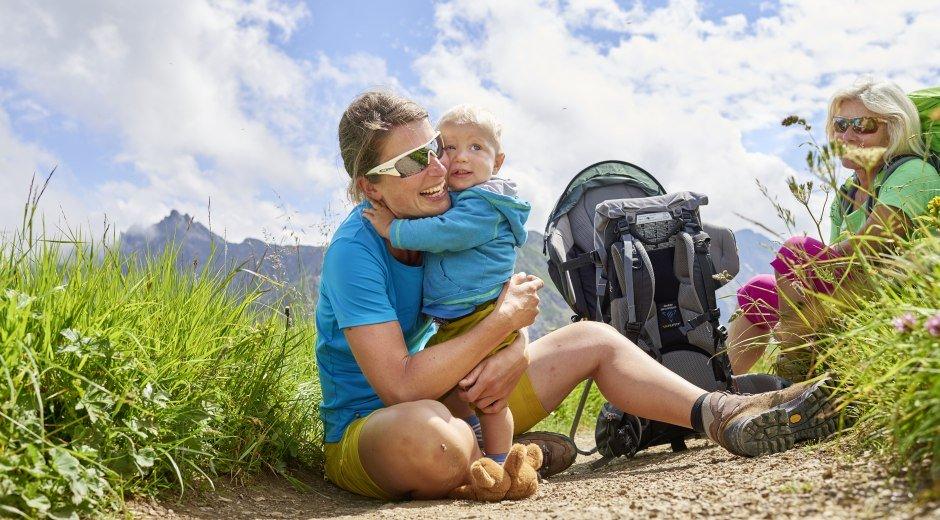 Mit Mama die Bergwelt bestaunen © Oberstdorf / Kleinwalsertal Bergbahnen Fotograf: Christian Seitz