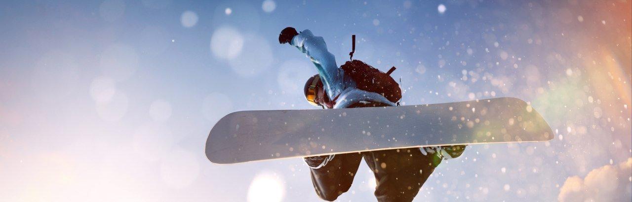 Snowboarder im Sprung © lassedesignen- fotolia.com