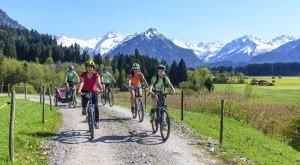 Radfahren im Frühling © Tourismus Oberstdorf / Alexander Rochau