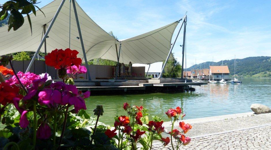 Bühler Hafen mit Seebühne am Großen Alpsee © Alpsee Immenstadt Tourismus GmbH