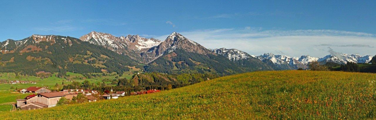 Blick auf die Allgäuer Berge bei Fischen © Tourismus Hoernerdoerfer GmbH, @Roswitha Schoellhorn