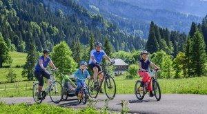 Radfahrer unterwegs auf einer Tour im Rohrmoos im Oberallgäu, © Alexander Rochau