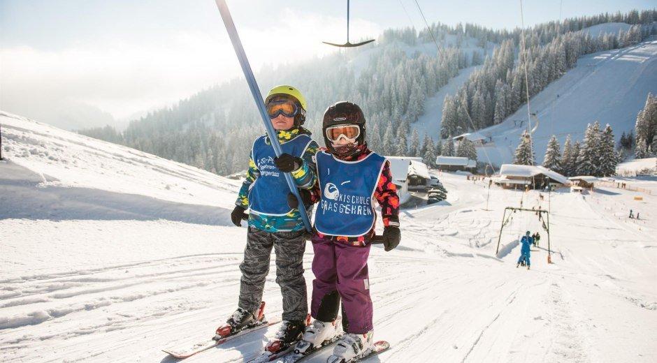Kinder am Schlepplift Skischule Grasgehren © Tourismus Hörnerdörfer, F. Kjer