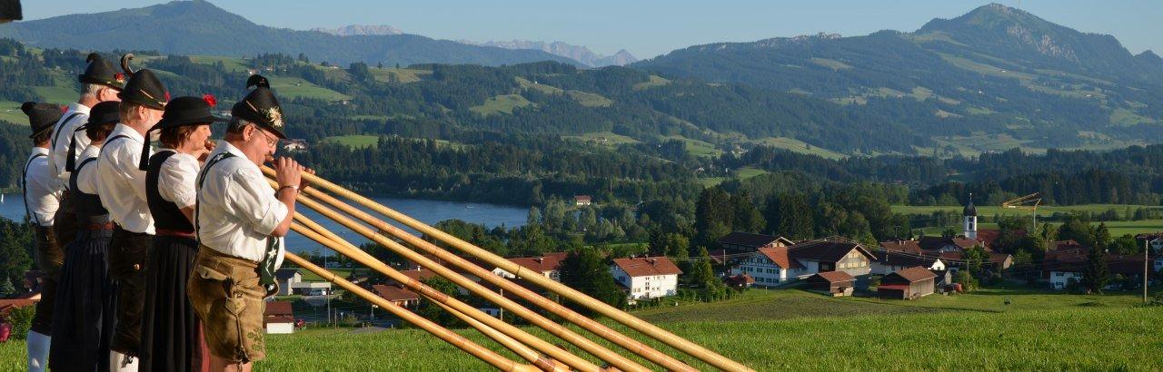 Alphornbläser am Rottachsee © Markt Sulzberg
