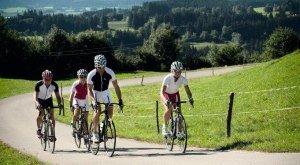 Rennradler unterwegs am Berg © Allgäu GmbH