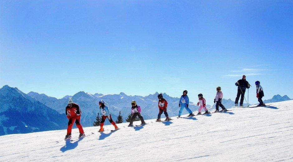 1Kinderskikurs in der Wintersportschule Ofterschwa © Tourismus Hörnerdörfer, S. Bruckmeier
