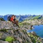 Traumaussichten beim Wandern in den Allgäuer Alpen. Pause mit Blick auf das Panorama der Alpenkette © Alexander Rochau