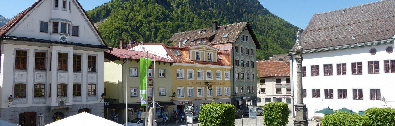 Blick auf Marienplatz, Rathaus, Säule, Schloss © Stadt Immenstadt