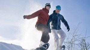 Ein Paar geht Schneeschuhwandern im Oberallgäu © Alexander Rochau