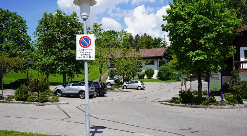 Kostenfreier Parkplatz am Haus des Gastes © Tourismus Hörnerdörfer