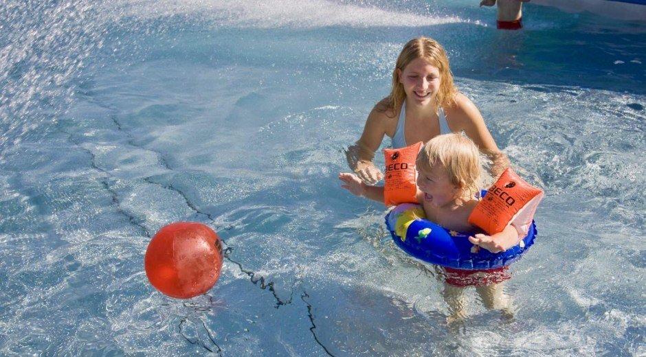 Pack die Badehose ein - und dann ab ins Freibad © Tourismus Hörnerdörfer, R. Retzlaff