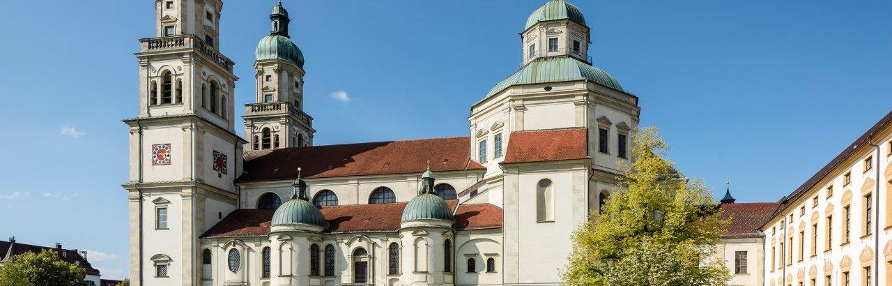 Hildegardplatz in Kempten mit St. Lorenz Basilika © Kempten Tourismus / Guenter Standl