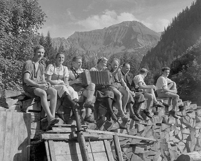 Auf der Alp 1949 © Lala Aufsberg, Archiv Heimatbund Allgäu e.V.