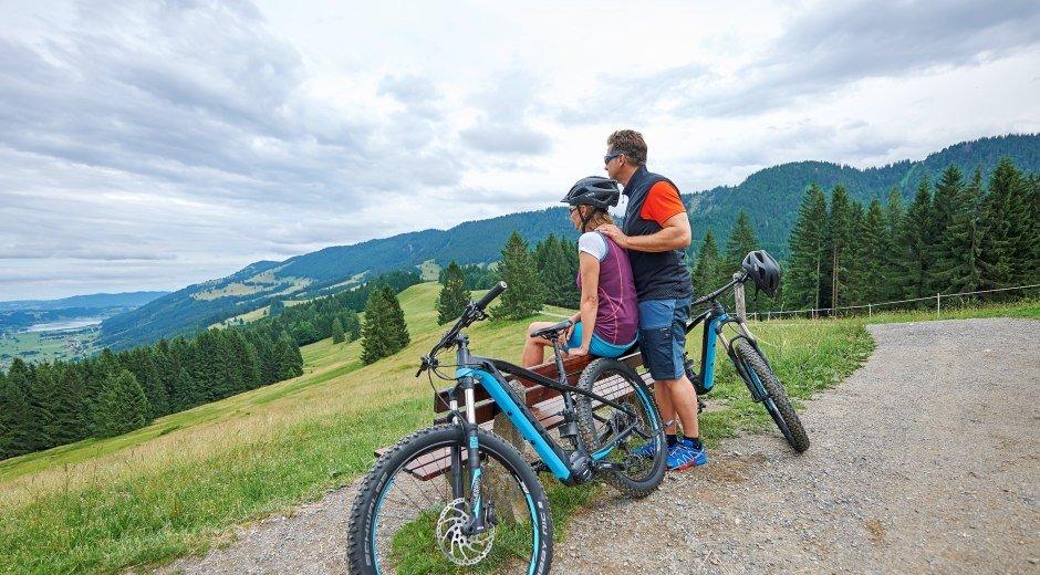 Energie-Tanken auf 2 Rädern - E-biken in Oberstaufen © Oberstaufen Tourismus Marketing GmbH