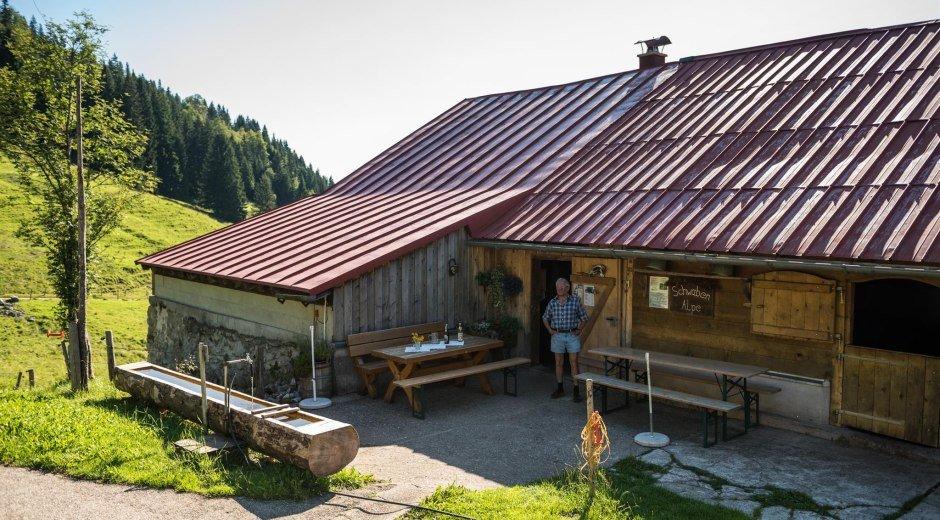 Terrasse auf der Schwabenalpe im Lochbachtal © Tourismus Hörnerdörfer, F. Kjer