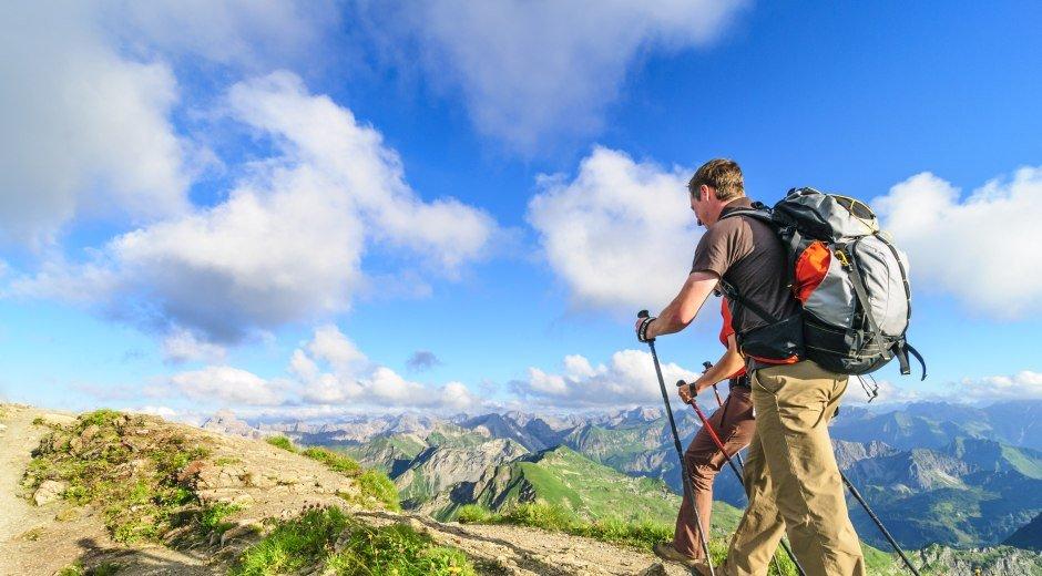 Wanderer auf Bergpfaden in den Allgäuer Alpen © Alexander Rochau