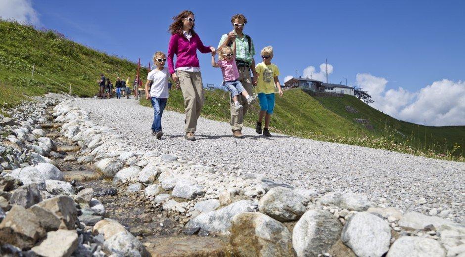 Familienwanderung am Burmiwasser © Oberstdorf / Kleinwalsertal Bergbahnen Fotograf: Michael Mayer