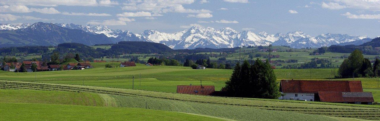 Ein Blick in die Allgäuer Landschaft um Dietmannsried © Markt Dietmannsried / Hermann Müller