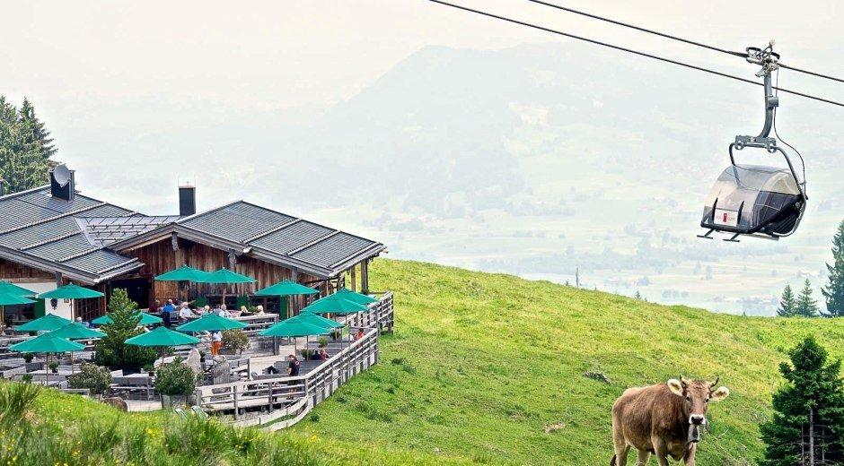 Weltcup-Express und Weltcup-Hütte in Ofterschwang © Tourismus Hörnerdörfer, ProVisionMedia
