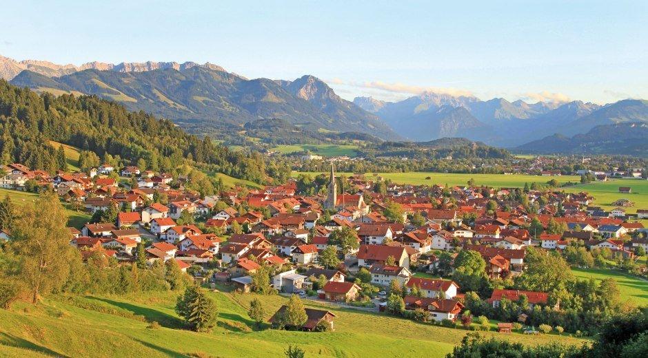 Blick auf Burgberg - traumhafte Lage des Ortes © Dominik Ultes