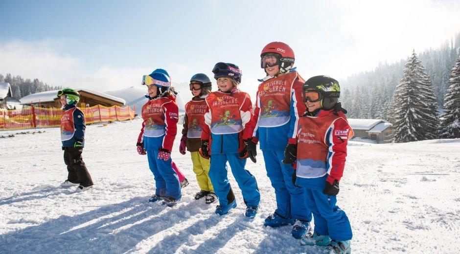 Kinder beim Aufwärmen Skischule Grasgehren © Tourismus Hörnerdörfer, F. Kjer