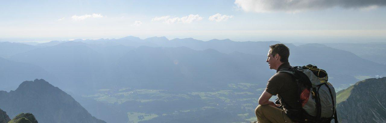 Blick vom Gipfel in die allgäuer Alpen © Alexander Rochau