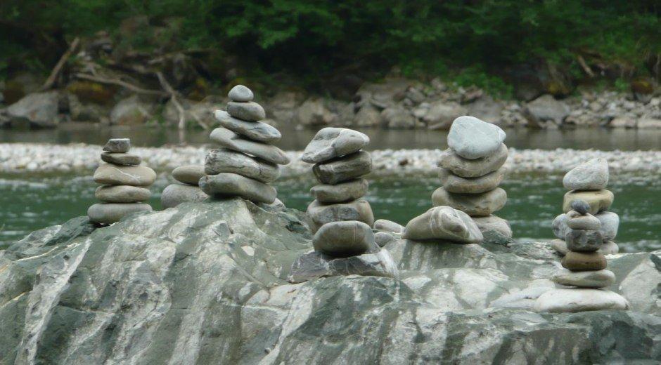 Steinmändle entlang der Iller © Tourismus Hörnerdörfer