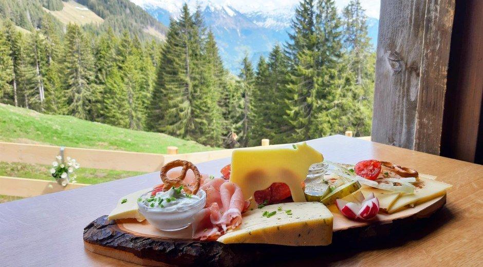 Genießen Sie eine leckere Brotzeit © Alpe Hinteregg - Caro Abrell
