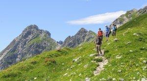 Wanderer unterwegs in den oberallgäuer Alpen, © Alexander Rochau