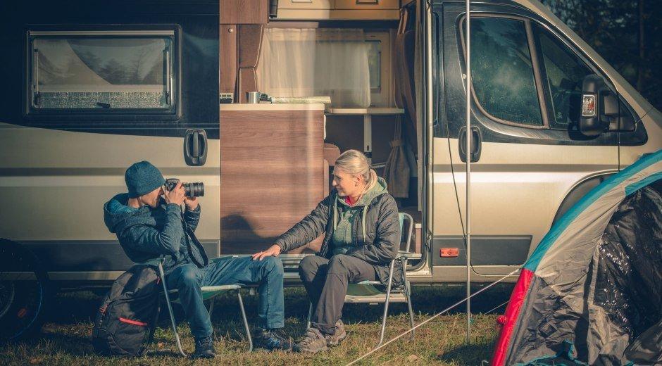 Camping Couples Fun © Tomasz Zajda- Fotolia.com
