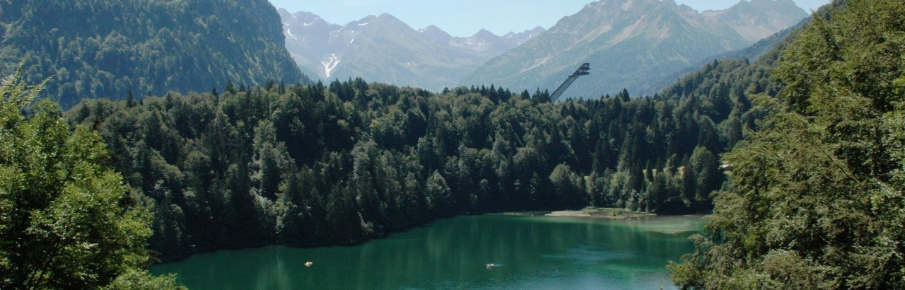Freibergsee mit Skiflugschanze © Thomas Dietmann